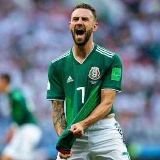 Layún festeja en el juego de Alemania contra México en Rusia 2018