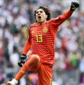 Guillermo Ochoa en festejo durante el partido contra Alemania