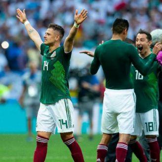 Chicharito festeja triunfo de México