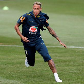 Neymar realiza la práctica de Brasil con el resto del plantel