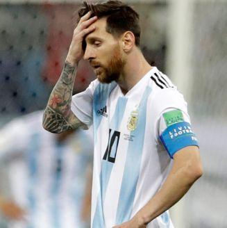 Messi se lamenta en el juego frente a Croacia