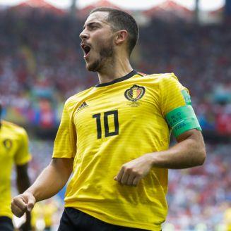 Hazard celebra uno de sus dos goles frente a Túnez