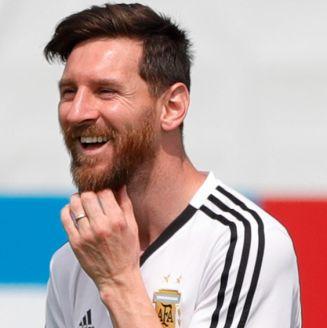 Messi sonríe en entrenamiento de Argentina