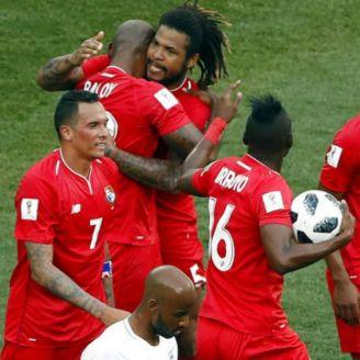 Jugadores de Panamá celebran gol