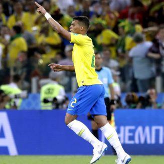 Thiago Silva celebra su anotación ante Serbia