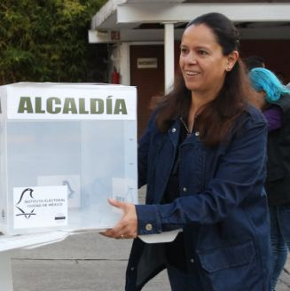 Momento de la instalación de casillas para las votaciones