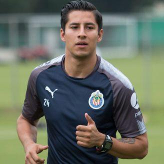 Cisneros realiza un entrenamiento con Chivas en Verde Valle