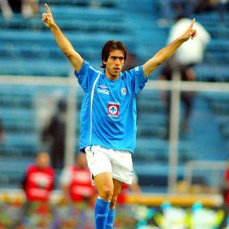 Chelito Delgado festeja gol con Cruz Azul
