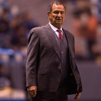 Enrique Meza en un partido de Puebla