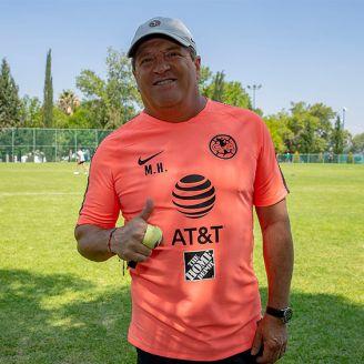 Miguel Herrera sonríe para la lente de RÉCORD