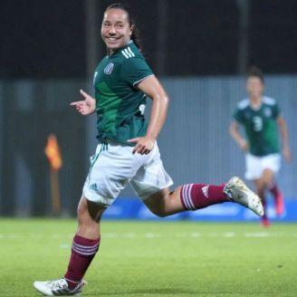 Charlyn Corral festeja gol con México