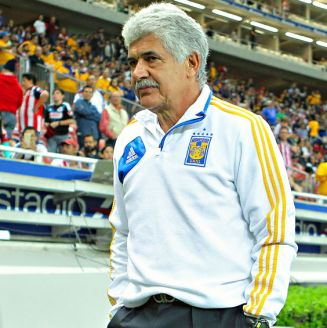 Tuca Ferretti, en un partido al frente de Tigres