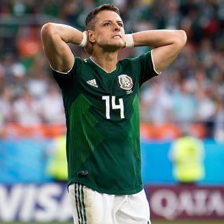 Chicharito se lamenta en un juego del Tri durante Rusia 2018