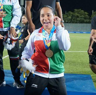 Charlyn Corral celebra la medalla de oro en los JCC de Barranquilla