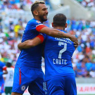 Cauteruccio celebra un gol con Cruz Azul