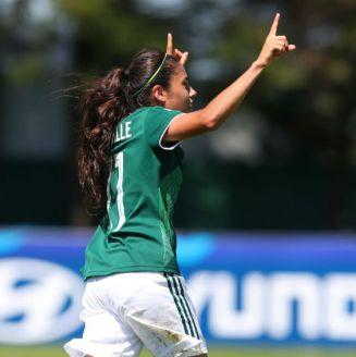 Jacqueline Ovalle festeja gol