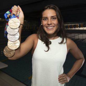 Fernanda González posa para RÉCORD con sus medallas de JCC