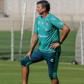 Siboldi, durante un entrenamiento de Santos