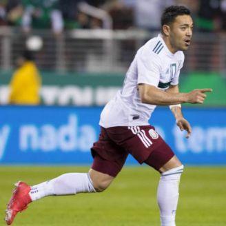 Marco Fabián festeja gol con México
