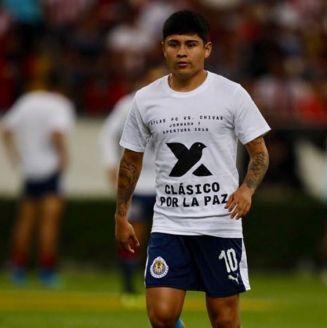 La Chofis López, enfundado en la playera para promover el Clásico por la Paz