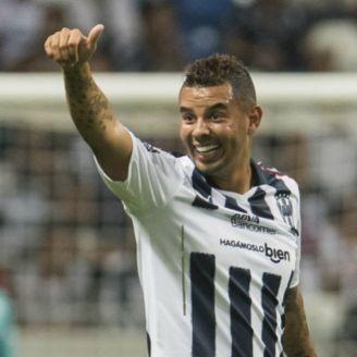 Edwin Cardona celebra un gol con Rayados