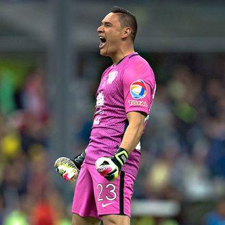 Moisés Muñoz celebra un gol en su etapa con América