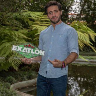 Kenneth posa ante la lente de la cámara después de salir del Exatlón