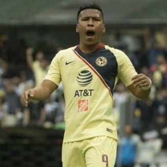 Roger Martínez se queja en el partido vs Pumas