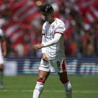 Alan Pulido se lamenta en el partido vs Toluca