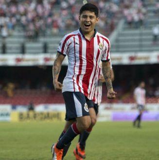 Eduardo López festeja un gol con el Rebaño Sagrado