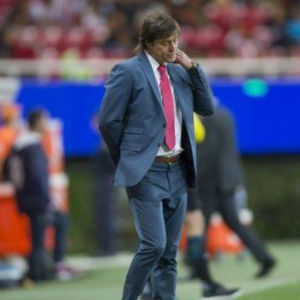 Matías Almeyda se lamenta durante partido
