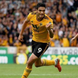 Raúl Jiménez festeja en un juego de los Wolves