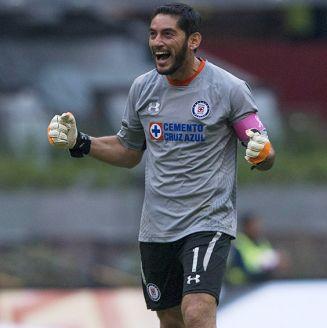 Jesús Corona festeja gol de Cruz Azul contra Monterrey