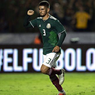 Víctor Guzmán celebra una anotación frente a Costa Rica