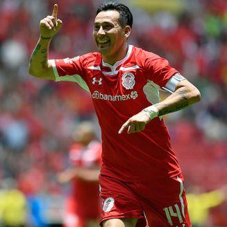 Rubens Sambueza celebra gol con Toluca