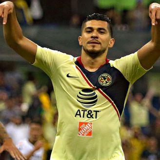 Henry Martín festeja gol en el Estadio Azteca