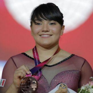 Alexa Moreno posa con su medalla de bronce en Doha