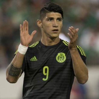 Alan Pulido, durante un partido de México