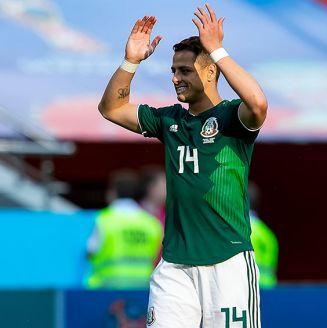 Chicharito Hernández lamenta una jugada en el Mundial
