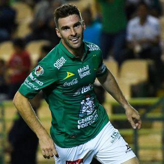 Mauro Boselli celebra una anotación con León