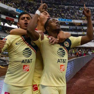 Renato Ibarra festeja su gol contra Pumas