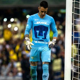 Alfredo Saldívar se lamenta tras un gol del América