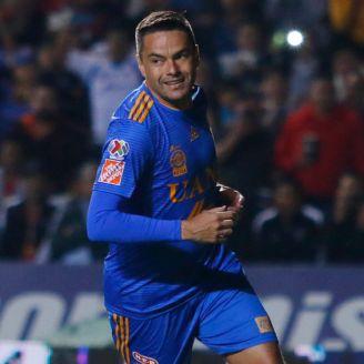 Juninho celebra una anotación con Tigres en el A2018