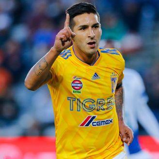 Ismael Sosa festeja un gol con los Tigrres