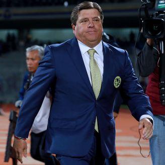 Miguel Herrera previo a un partido con América