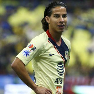 Diego Lainez durante un encuentro ante Pumas