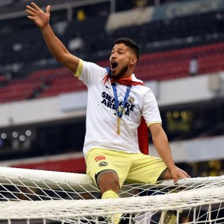 Bruno Valdez celebra con la afición el título de América