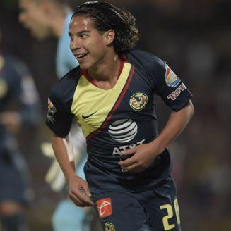 Diego Lainez festeja gol en su paso con América