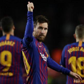 Lionel Messi festeja su gol 400 en La Liga