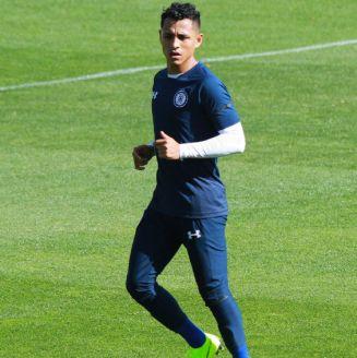 Yoshimar Yotún durante un entrenamiento con Cruz Azul